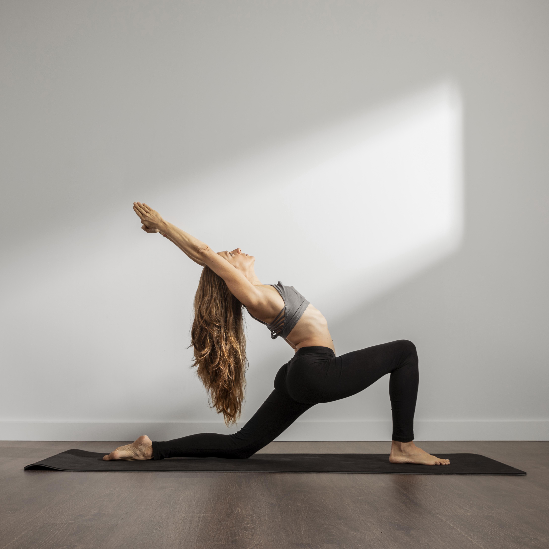 hale/2021-02-24-96095d12-9ce0-4dca-b42b-2f50b63092ec-82c21828-5038-4309-b02f-f8a5d05d3c6e-adult-woman-practicing-yoga-home.jpg